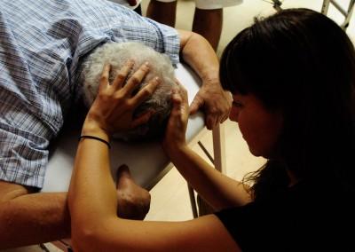 cursos reiki madrid, asociación reiki madrid, posición de las manos en reiki